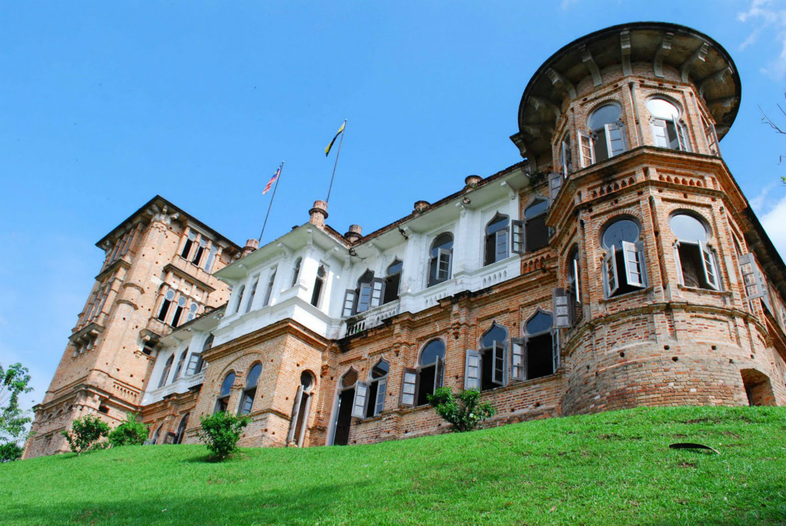 The mysterious and alluring Kellie's Castle (Image Credit: www.danceoftheclouds.blogspot.com)
