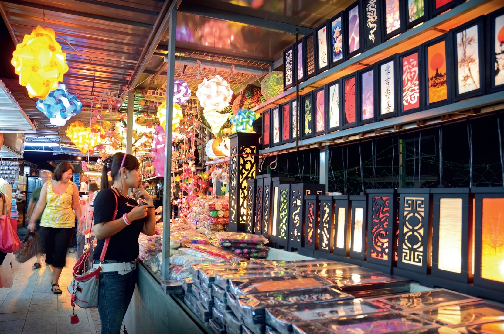 Take a look at some local craft while chomping on street food (Image Credit: Timeout.com)